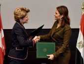 وزيرة الاستثمار مع الوزيرة السويسرية