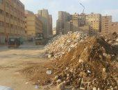 حى الهرم يرفع مخلفات قمامة من أمام مجمع مدارس الصفا والمروة