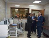 محافظ أسوان يتفقد المستشفى الجامعى