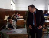 السيد سويلم وكيل وزارة التربية والتعليم بدمياط خلال الجولة
