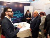 محافظ بورسعيد يستمع لشرح احدى الشركات المشاركة
