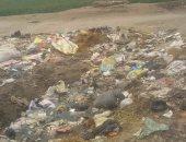 تراكم القمامة بالقرية