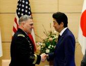 الجنرال مارك، يتحدث مع رئيس الوزراء اليابانى شينزو آبى