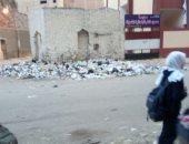 القمامة أمام المدرسة