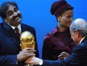 بلاتر مع مسئولى قطر
