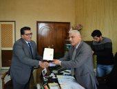 تعليم جنوب سيناء يكريم السكرتير عام محافظة للمساهمة فى حل مشكلات التعليم