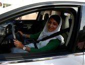 سعوديات يتعلمن قيادة السيارات