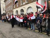 الحشود المصرية امام السفارة المصرية بلندن