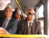 محافظ القاهرة يستقل الأتوبيس بدورين فى أول رحلة له