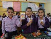 أطفال يتناولون التغذية المدرسية