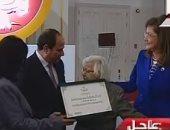 الرئيس السيسي يكرم معلمة الوزراء