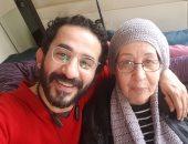 أحمد حلمى ووالدته