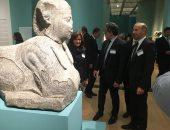 وزير الآثار والنائبة سحر طلعت خلال افتتاح معرض أسرار مصر الغارقة
