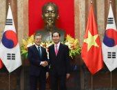رئيس كوريا الجنوبية مع نظيره الفيتنامى