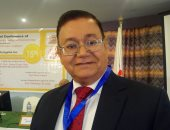 الدكتور حسنى سلامة أستاذ الكبد والجهاز الهضمى بطب القاهرة