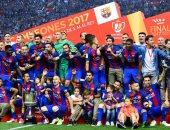 فريق برشلونة ولقطة تذكارية مع لقب كأس الملك