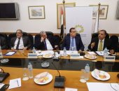 الدكتور مجدى عبد العزيز رئيس مصلحة الجمارك أثناء الاجتماع