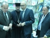محافظ دمياط ونائب رئيس هيئة الكتاب أثناء افتتاح معرض دمياط للكتاب
