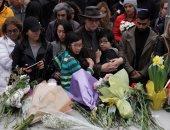 وضع الزهور لضحايا حادث ال دهس فى كندا
