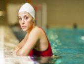 طرق حماية الشعر أثناء السباحة