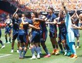 نجوم فالنسيا تحتفل بالفوز على ديبورتيفو