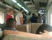 المواطنون داخل القطار