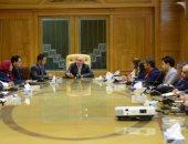 وزير الإنتاج الحربى يستعرض مع عدد من الصحفيين أبرز إنجازات الوزارة