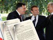 خليفة حفتر وفائز السراج والرئيس الفرنسى إيمانويل ماكرون