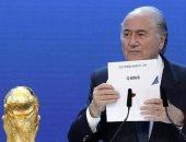 بلاتر خلال الاعلان عن كأس العالم 2022