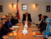 هشام توفيق وزير قطاع الأعمال العام يلتقى قيادات الوزارة