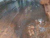 مياه الصرف الصحى بشوارع القرية