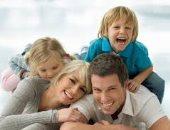 أب وعائلته - صورة أرشيفية
