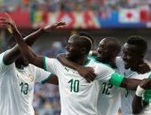 مانى يحتفل مع نجوم السنغال