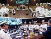 اجتماع وزير الداخلية مع قيادات الوزارة