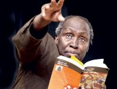 الكاتب الكينى