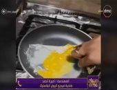 جانب من الفيديو الذى عرضته السيدة عن بيض البلاستك
