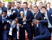 ماكرون يستقبل لاعبي فرنسا
