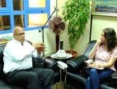 الدكتور فتحى عبد الوهاب رئيس التنمية الثقافية مع محررة اليوم السابع
