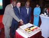 السفير طارق سلام وأعضاء الحكومة الأوغندية فى الاحتفال بذكرى ثورة يوليو
