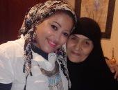 الحاجة سعدية مع الزميلة دينا الحسينى