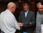 محافظ كفر الشيخ يسلم عقود الوحدة سكنية