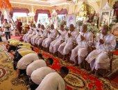 أطفال كهف تايلاند يؤدون الصلاة شكرا