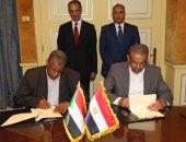 جانب من توقيع مذكرة تفاهم بين البريد المصرى والسودانى