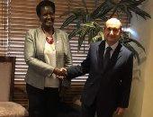 المهندس عمرو نصار وزير التجارة والصناعة مع نظيرته الاوغنديه