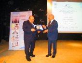 القومي لحقوق الإنسان يكرم مصطفى الفقي ويسلمه درع المجلس