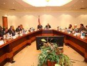 وزير الاتصالات خلال الاجتماع