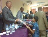 توزيع شنط مدرسية بمدينة نصر