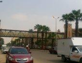 أعمدة الكهرباء مضاءة نهارا بشارع الهرم