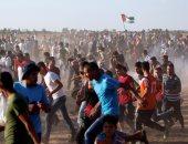 الفلسطينيون يهرعون أمام قذائف الاحتلال