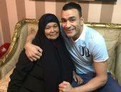عصام الحضرى ووالدته